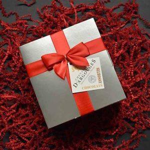Boite grise prestige : assortiment de chocolat 320 gr