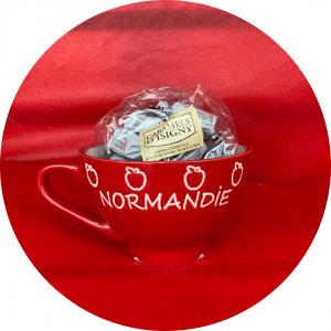 Cadeau Normandie: Bol estampillé Normandie avec sachet de caramels d'isigny